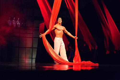 la-nouba-act-aerial-ballet-silk-thumb
