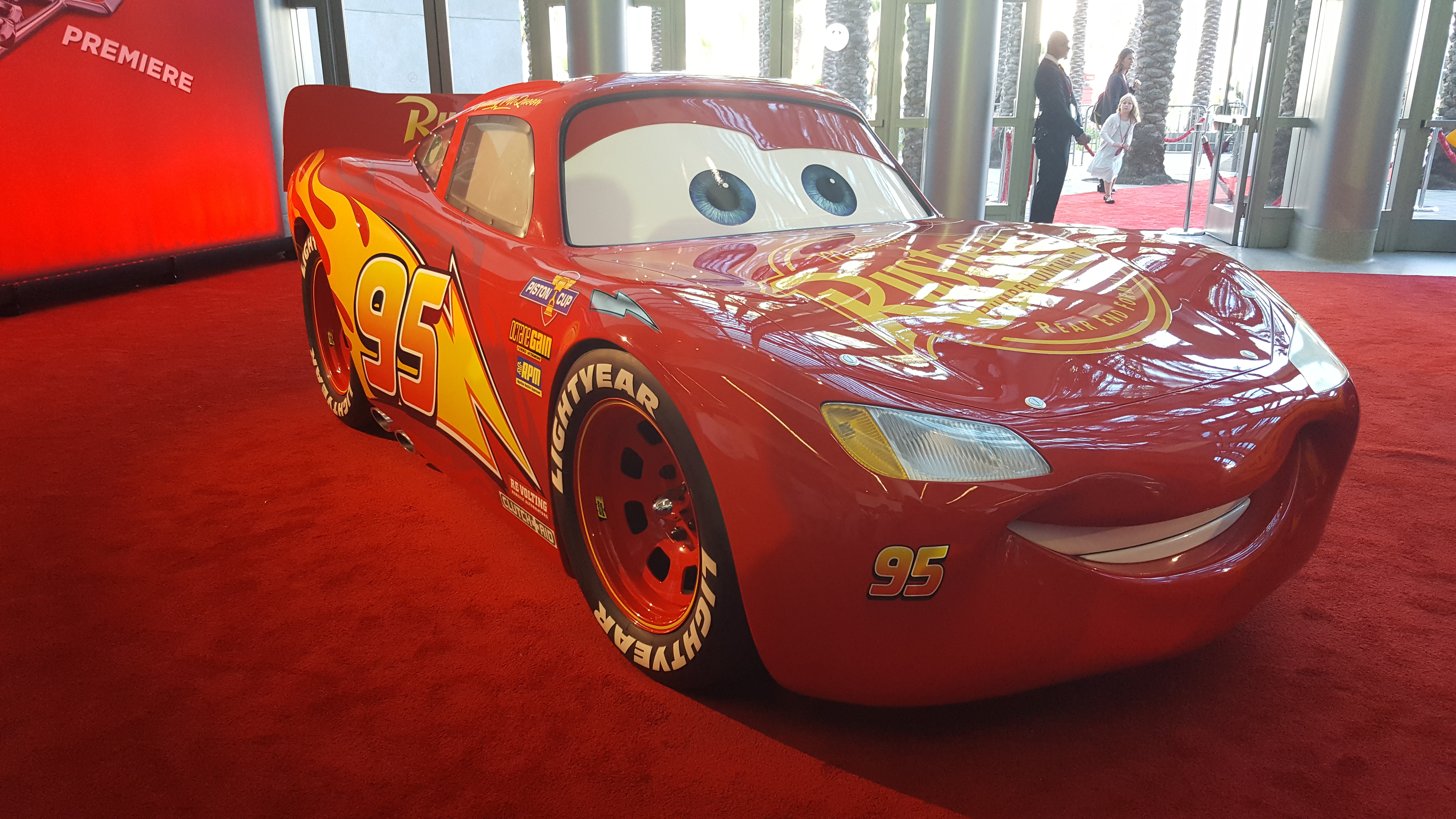 cars 3 red carpet premiere cars3 queen thrifty. Black Bedroom Furniture Sets. Home Design Ideas
