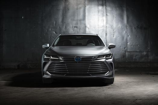 2019_Toyota_Avalon_Limited_Hybrid_21_D65AE1EADDD7A2681CD585B15DB56FDFB8D3113F_low