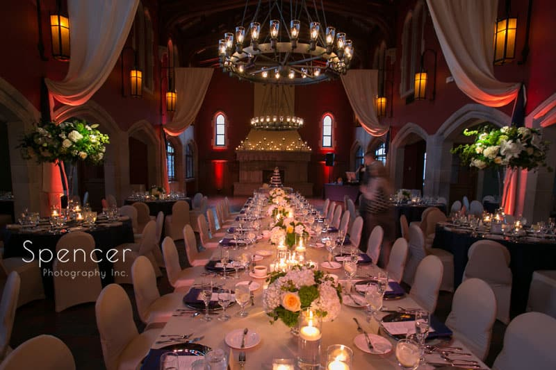 a-long-kings-table-at-wedding-reception-at-Glenmoor